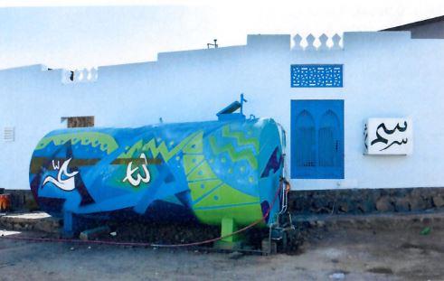 التصاميم التي دهنت على خزانات المياه في الحي