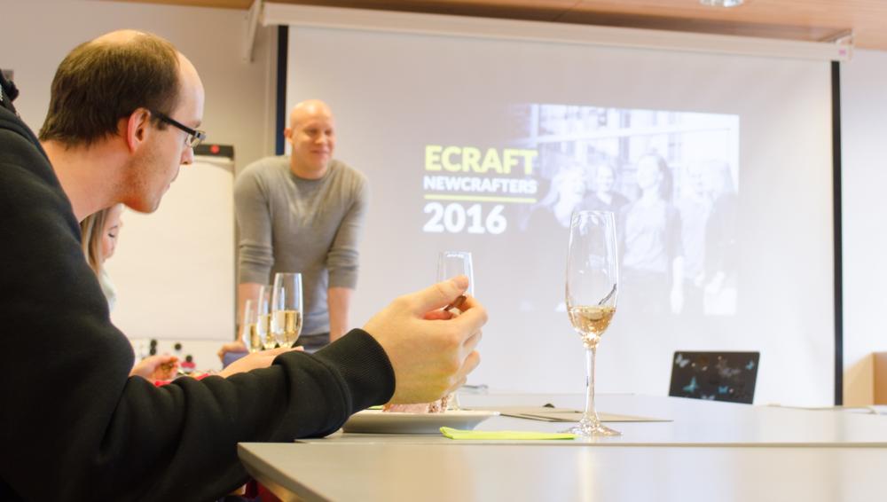 Maaliskuun lopulla toimistolla juhlittiin Newcrafters-harjoittelijoiden vakinaistamista. eCraftin toimitusjohtaja Ville Hemmilä kiitteli traineita loistavasti tehdystätyöstä.