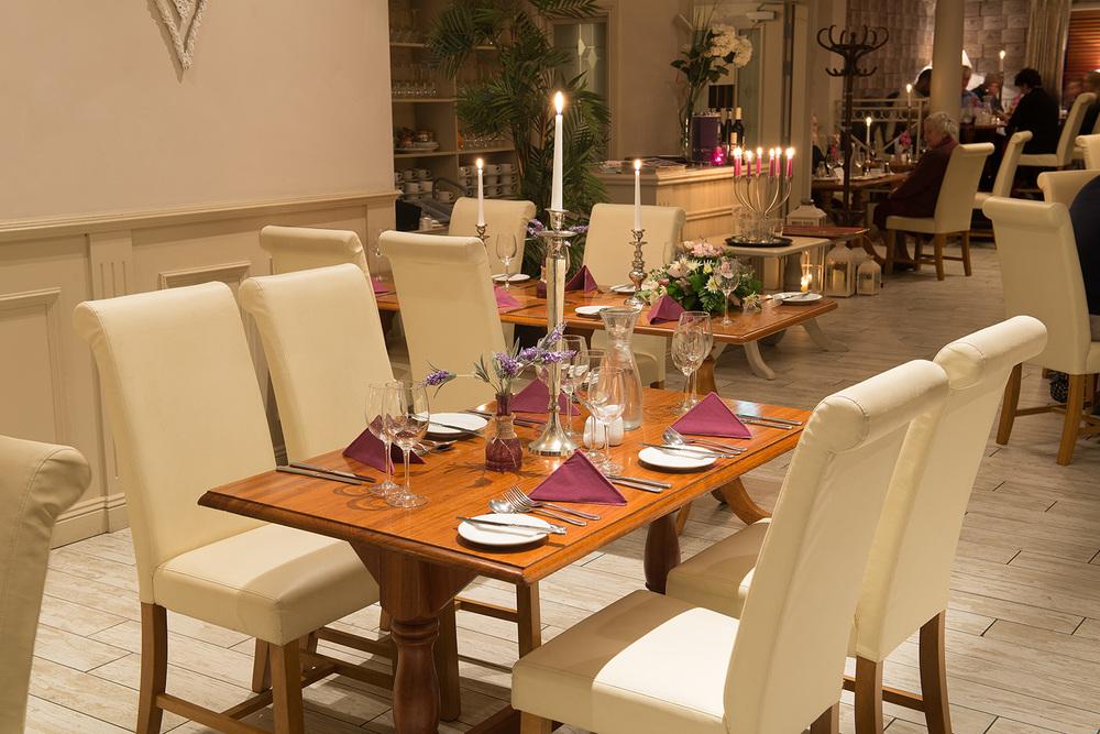 Dining_set_2.jpg