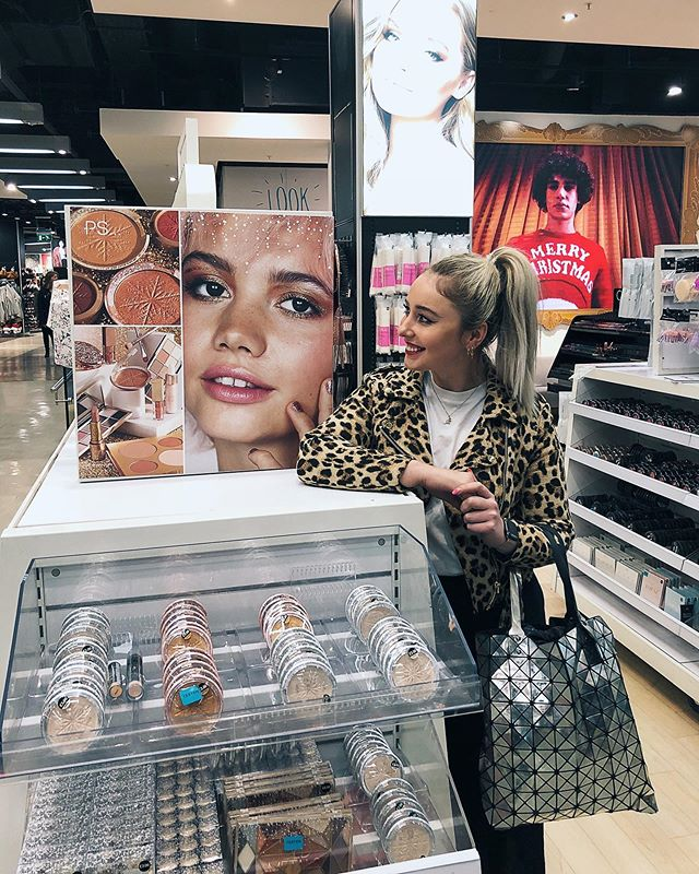 A wild @sarahbrownphoto appears 👀  My beauty campaign spotted in @primark Oxford Street ✨