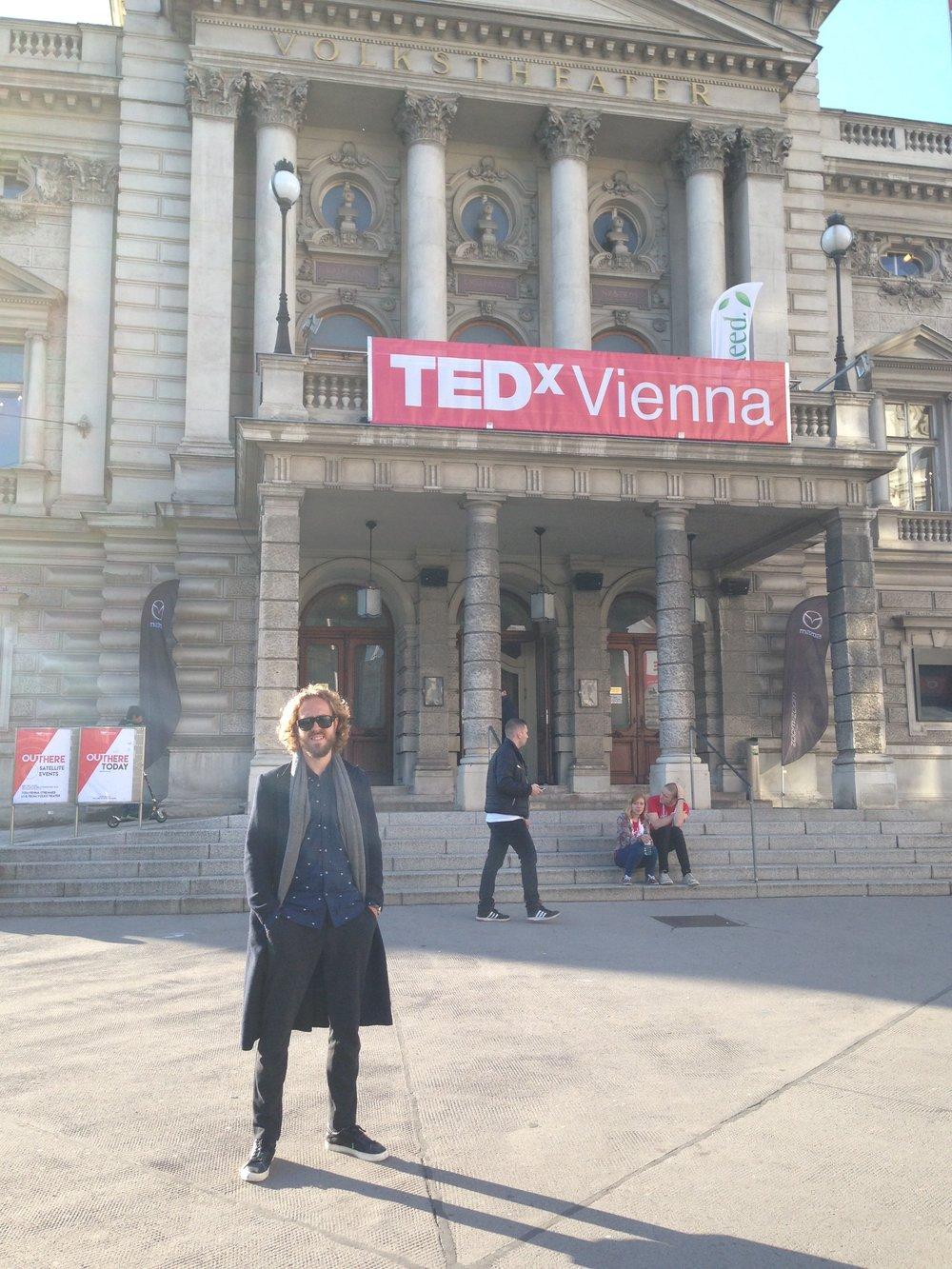 Nerdo (ik, Bart) in Wenen. Persoonlijk doel: Zelf een TEDx stage rocken en over mijn Discomfort Methode spreken!