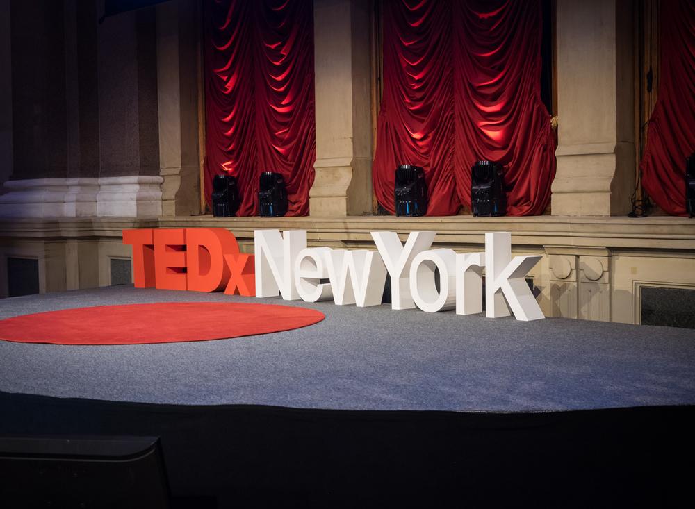 07_TEDxNewYork_StageClose.jpg