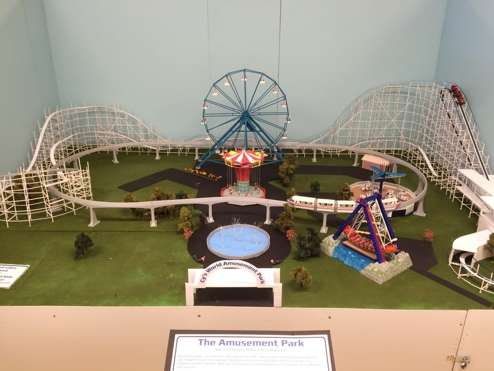 "Overall view of the model and ""Cy's World Amuseument Park"""