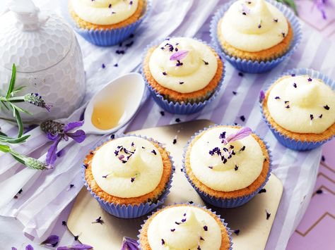 9b701052ec440341ef345aafa3aeacc8--lavender-cake-creative.jpeg