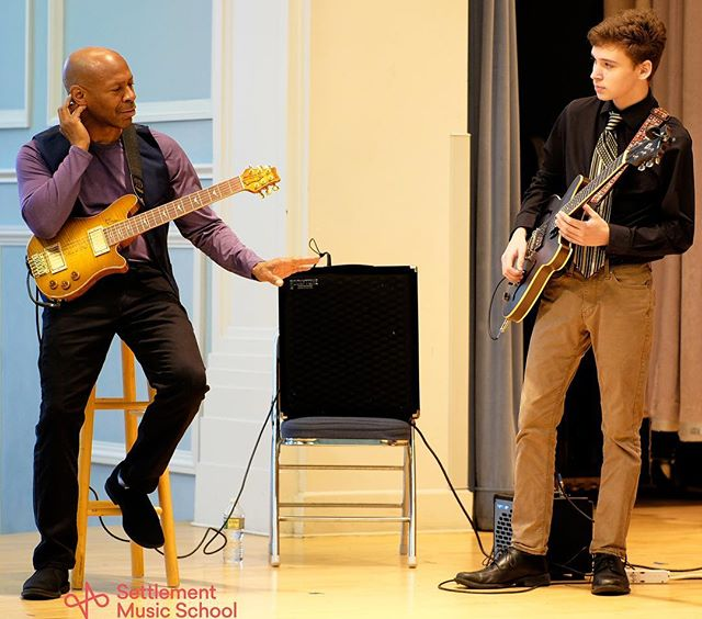 Former #SettlementMusic student Kevin Eubanks gives a helping hand | The art of music is something passed down person to person, teacher to student. You can learn a lot about music in a book or on the internet, but there's nothing quite like that moment when Tonight Show legend Kevin Eubanks listens to you play, puts his hand up, and tells you to slow down . . . . #SettlementAlumni #SettlementJazz #SettlementMLC #jazz #guitar #jazzguitar #guitarlessons #musiclessons #philly #phillygram #musicians #musicschool #kevineubanks #tonightshow