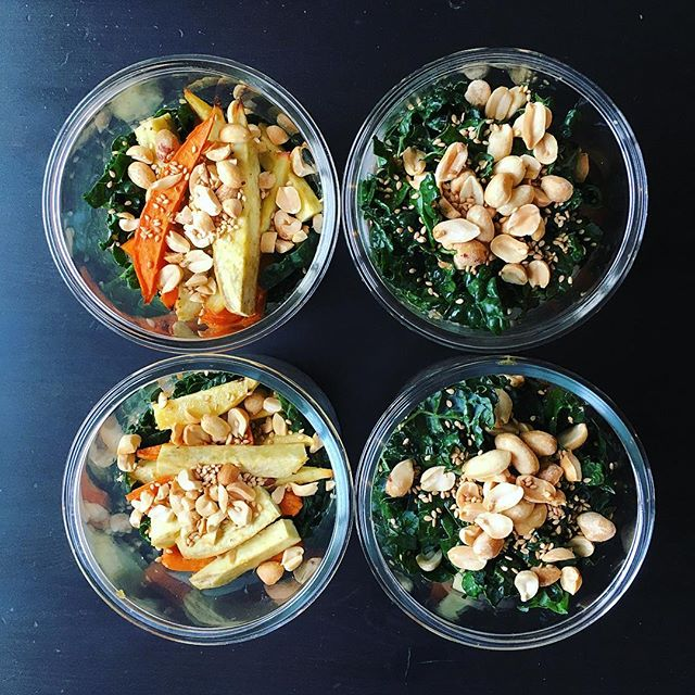 Breakfast for the short week, all packed up!! Barley, sweet potato, and kale with ginger-miso dressing, topped with peanuts. Courtesy of @donnahaymagazine @donna.hay !! #f52grams #food52 #foodstagram #healthyeating #feedfeed #lifeandthyme #mealprep #mywonbowl #feedfeed