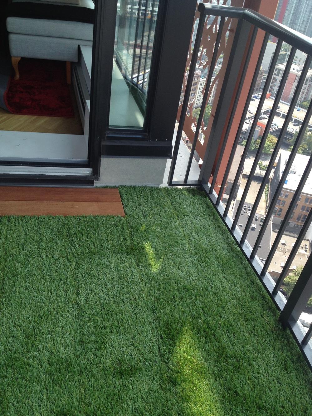 Interlocking turf tiles rymar grass - Interlocking deck tiles on grass ...