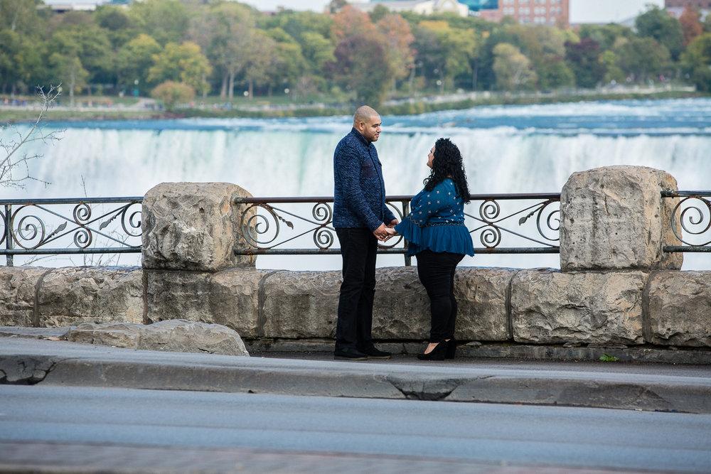 Niagara-Falls-Ontario-Engagment-Photos-0001.jpg
