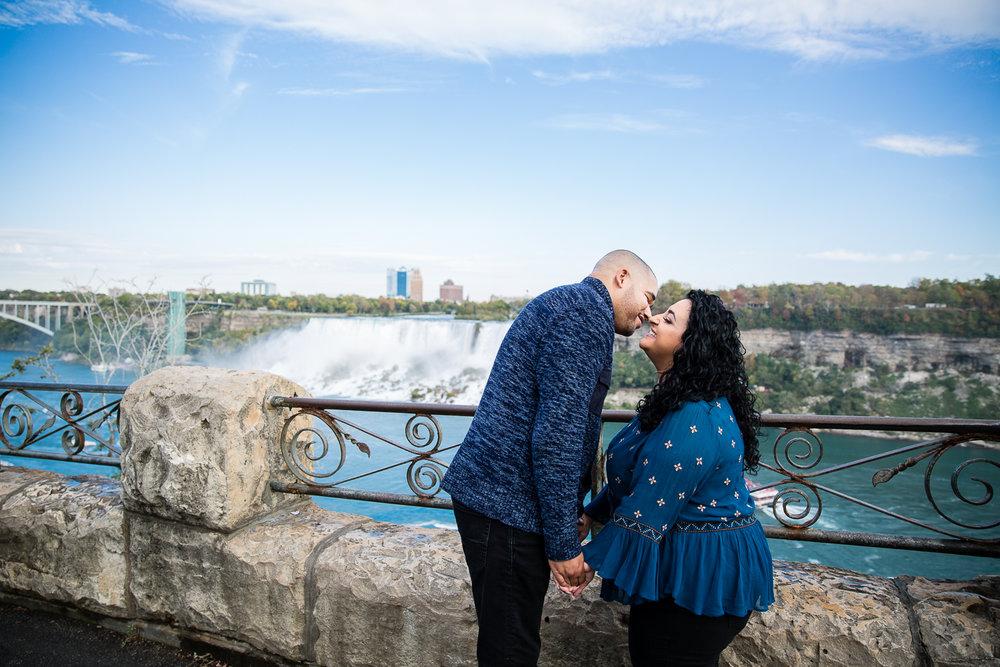 Niagara-Falls-Ontario-Engagment-Photos-0004.jpg