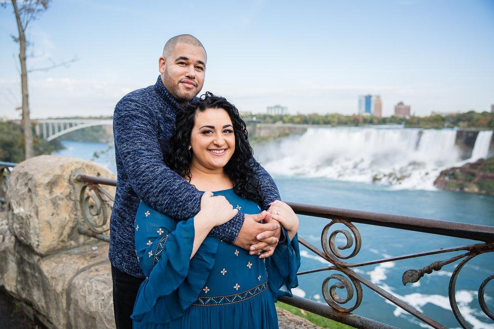 Niagara-Falls-Ontario-Engagment-Photos-0005.jpg