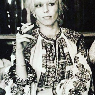TBT . Anita Pallenberg . Circa 1970 .This look is forever cool . #lookoftheday #photography #figuelove #globalchic #therollingstones #stylehasnoage #anitapallenberg #icon