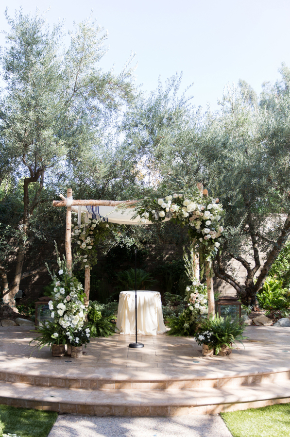 chuppah-white-flowers-hidden-garden-los-angeles-wedding-heirloom-paper-invitations-the-garland