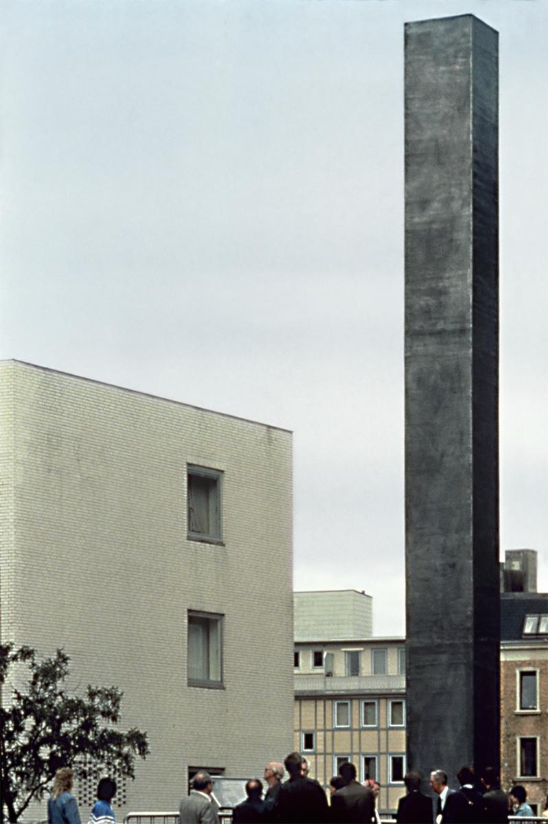 Esther Shalev-Gerz and Jochen Gerz, Monument Against Fascism (1986),permanent installation, Hamburg, Germany 1986. Photograph courtesy of Esther Shalev-Gerz