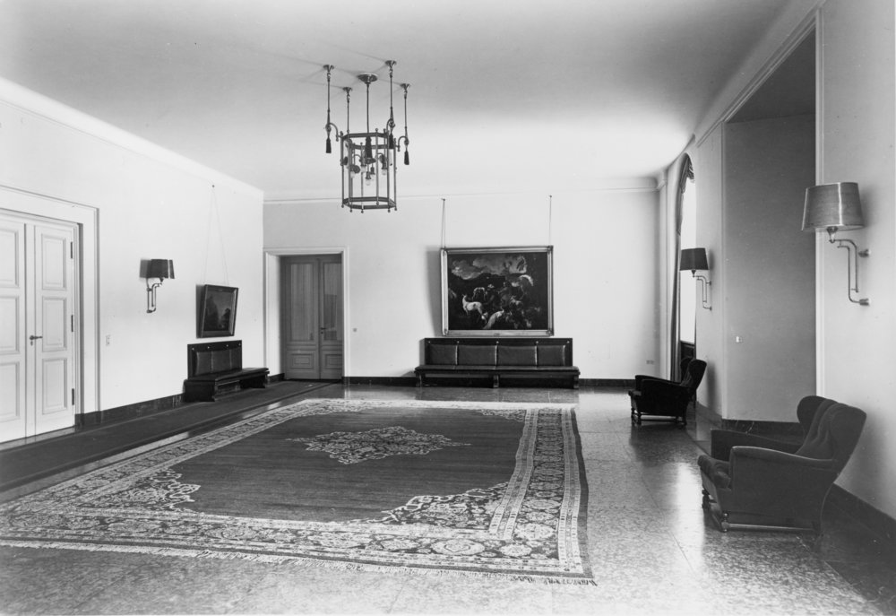 Waiting Room on the ground floor of the Old Chancellery in Berlin after the renovation by the Atelier Troost, c. 1934. Photograph by Heinrich Hoffman, Library of Congress