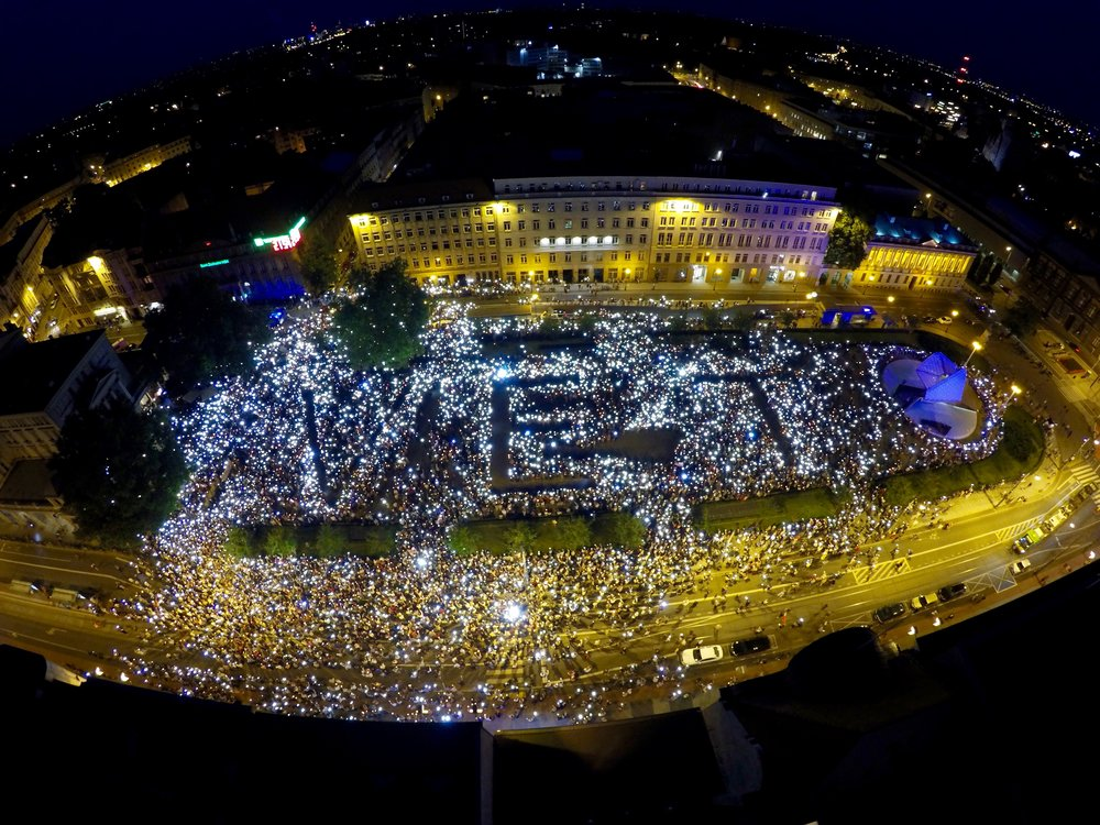 Chain of Light in Poznań, Poland,an example of synchronization of political activity in an urban plaza. Constitution Square, Gdynia District Court, July 22, 2017. Photograph by Pawelł Filar