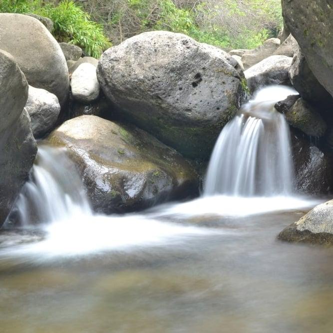 maui-hawaii-hiking-stream-rocks copy.jpeg