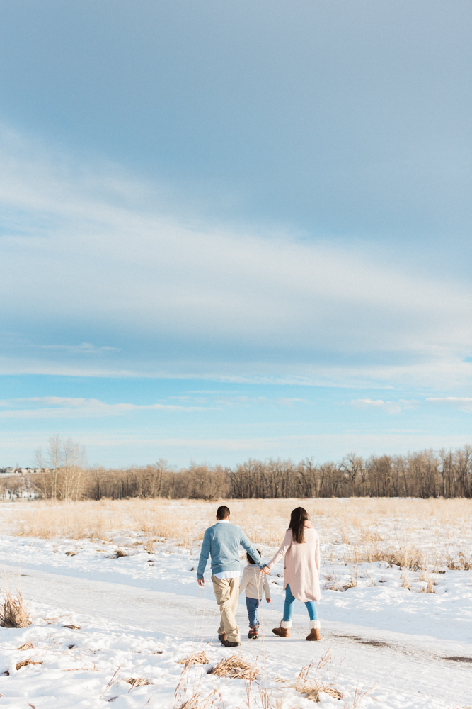 calgary-fish-creek-park-walk-family-photography-winter.jpg