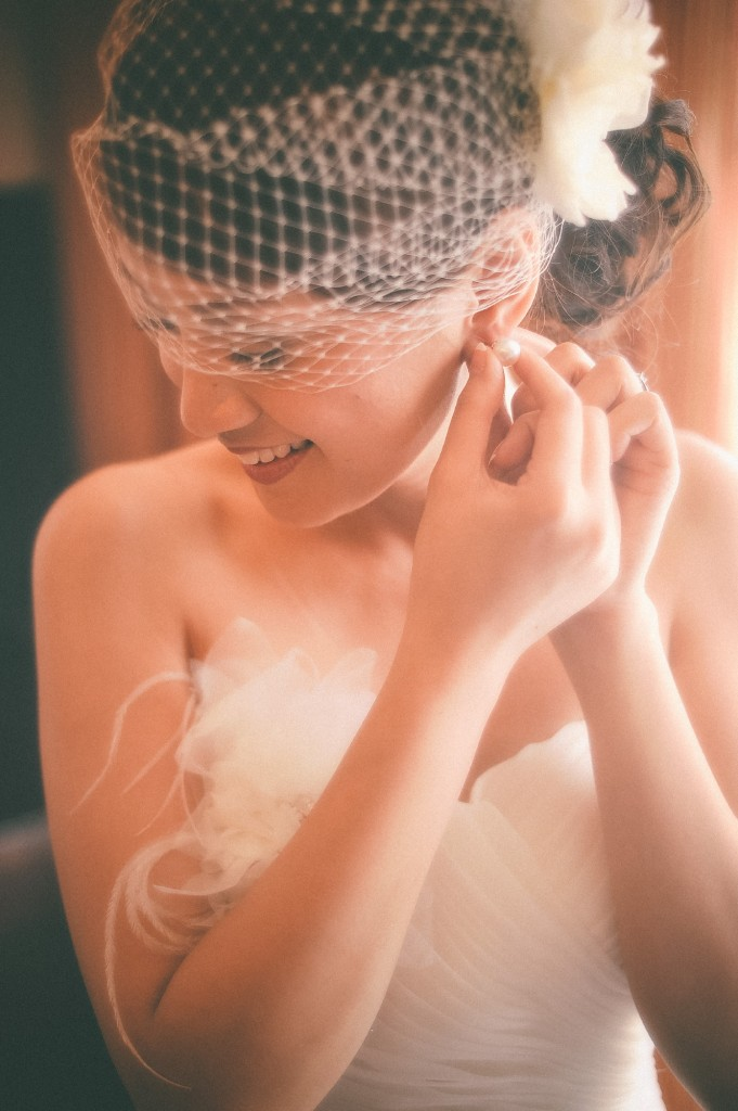 san   diego wedding photographer | bride to be putting pearl earring on