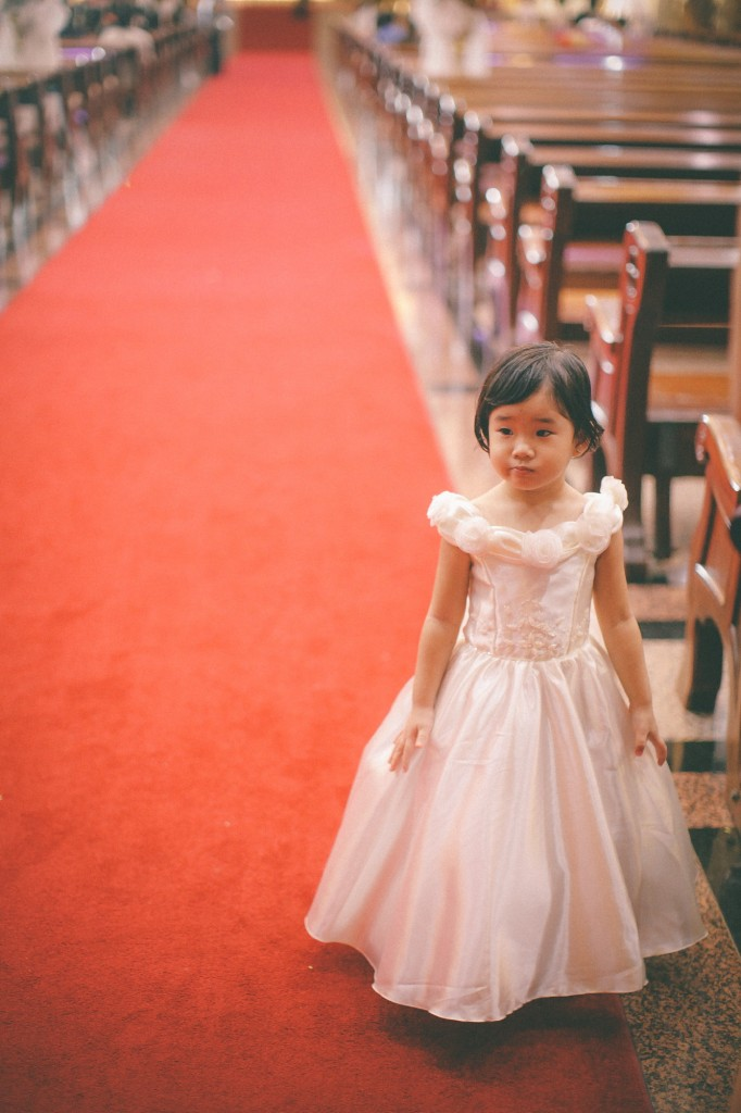san   diego wedding photographer | little girl in dress standing by the aisle