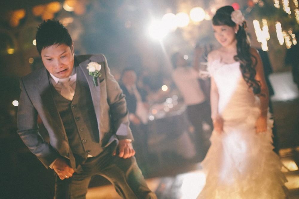 san   diego wedding photographer | groom with perplexed face on dance floor