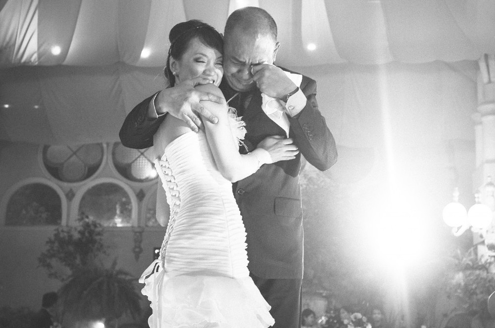 san   diego wedding photographer | monotone shot of bride hugging her crying   father