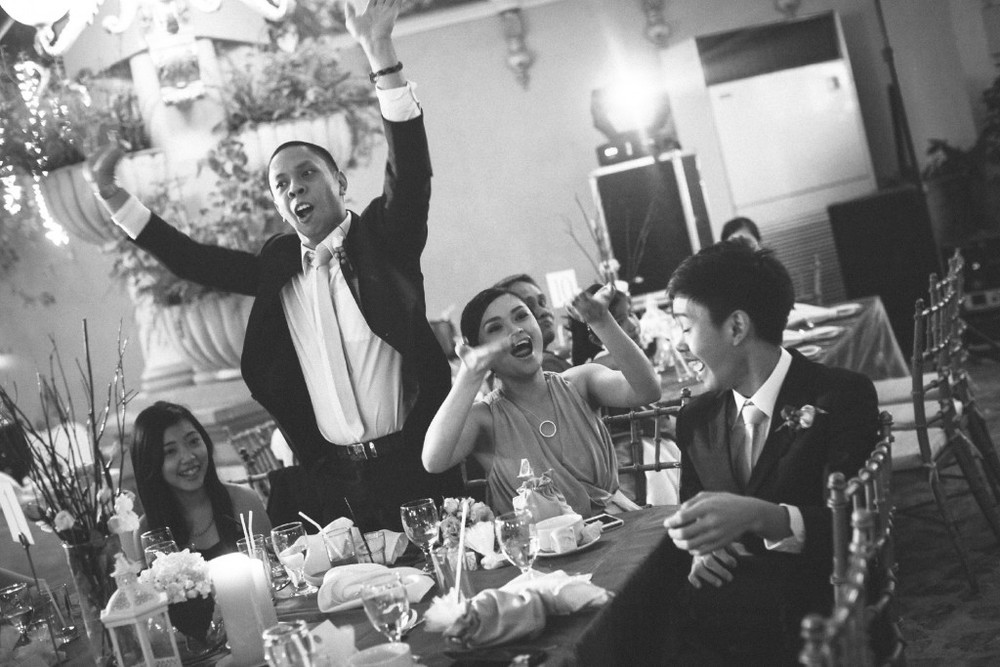 san   diego wedding photographer | monotone shot of wedding guests on round table