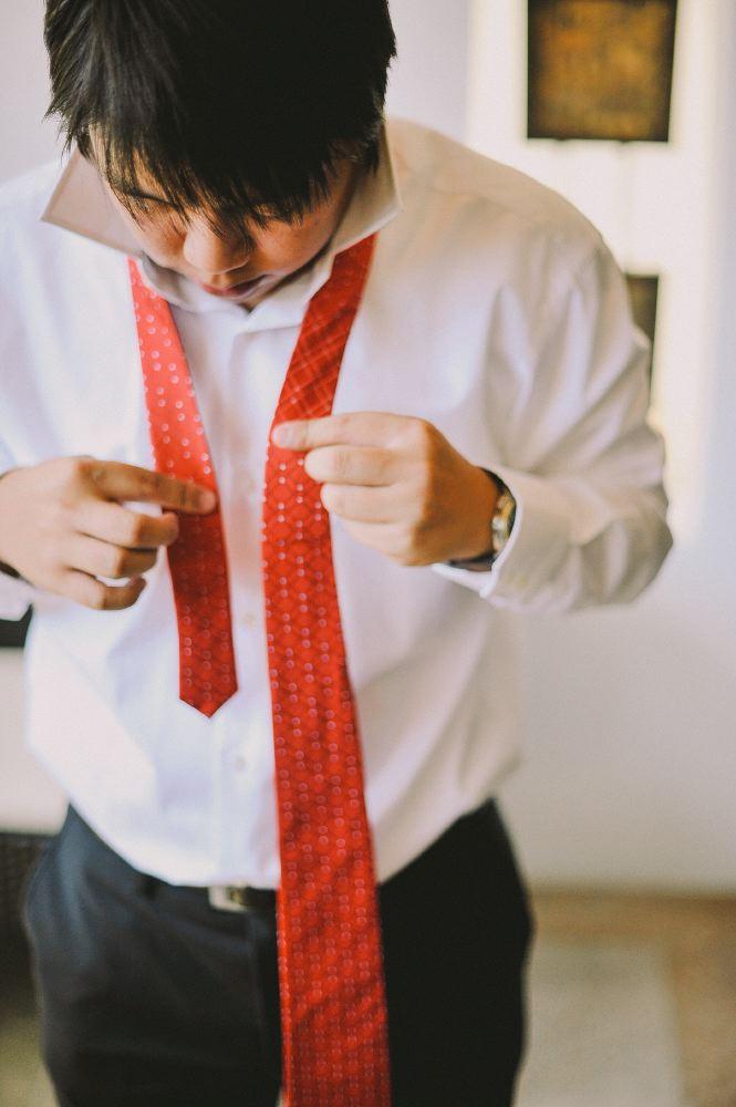san   diego wedding photographer   man in white shirt tying red tie