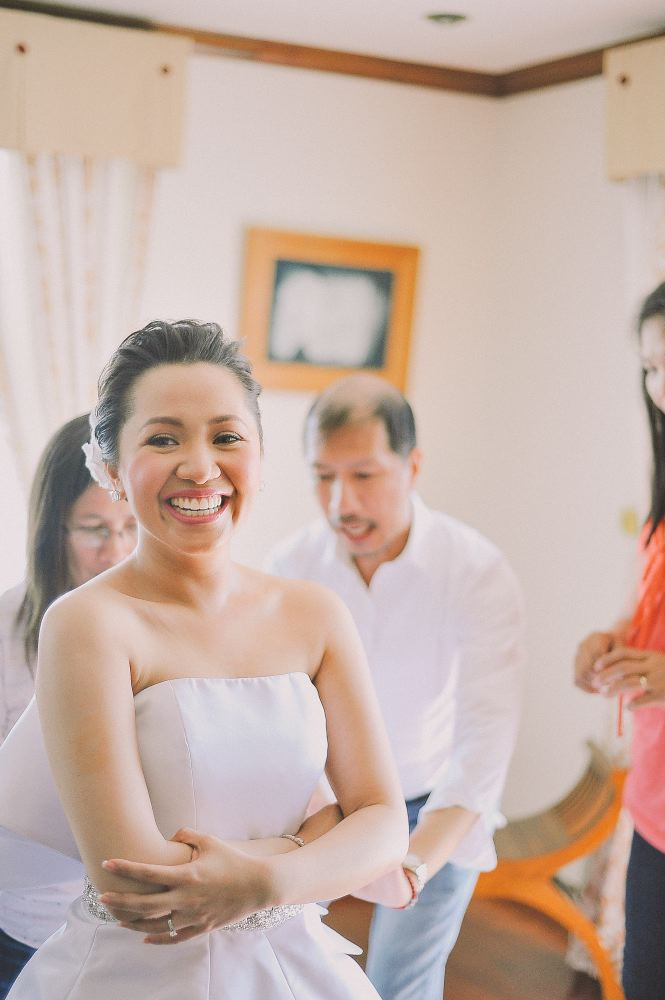 san   diego wedding photographer   woman in wedding dress with middle aged people   behind her