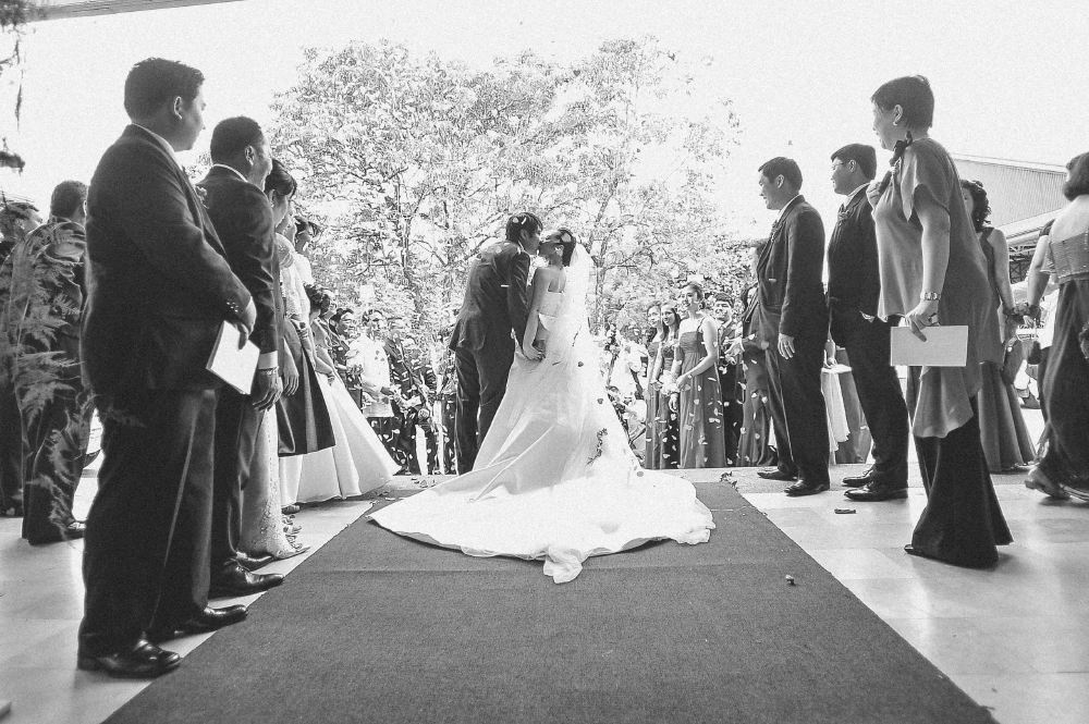 san   diego wedding photographer   monotone shot of bride and groom kissing from   behind