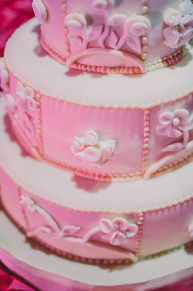 san   diego wedding photographer | closeup shot of wedding cake with fondant   flowers