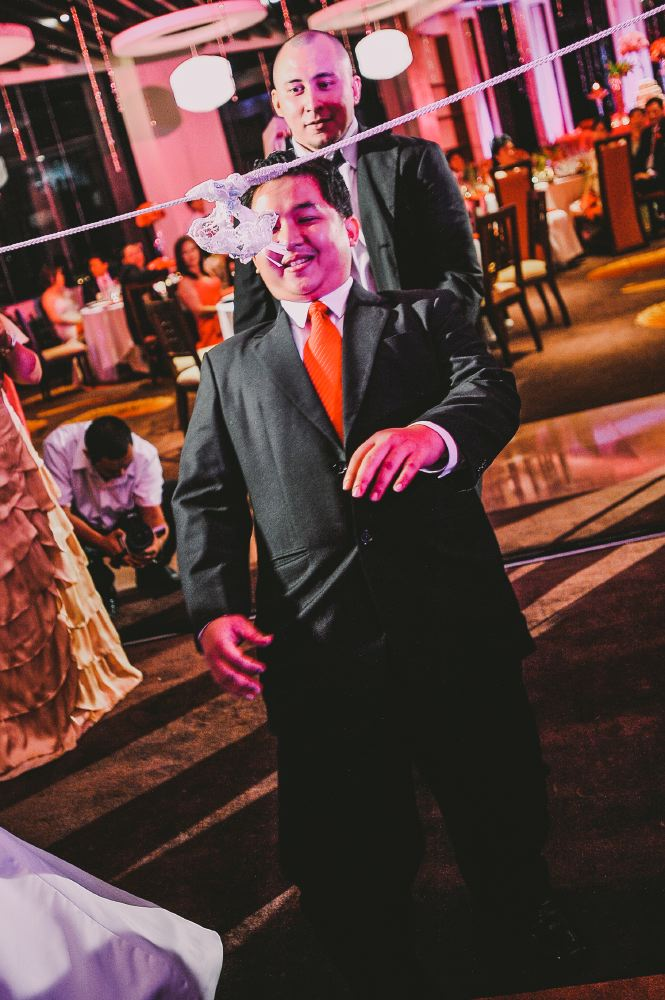 san   diego wedding photographer   wedding guests playing limbo