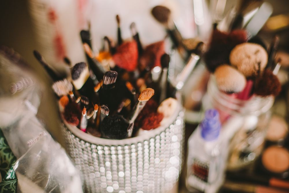 san   diego wedding photographer | makeup brushes in containers