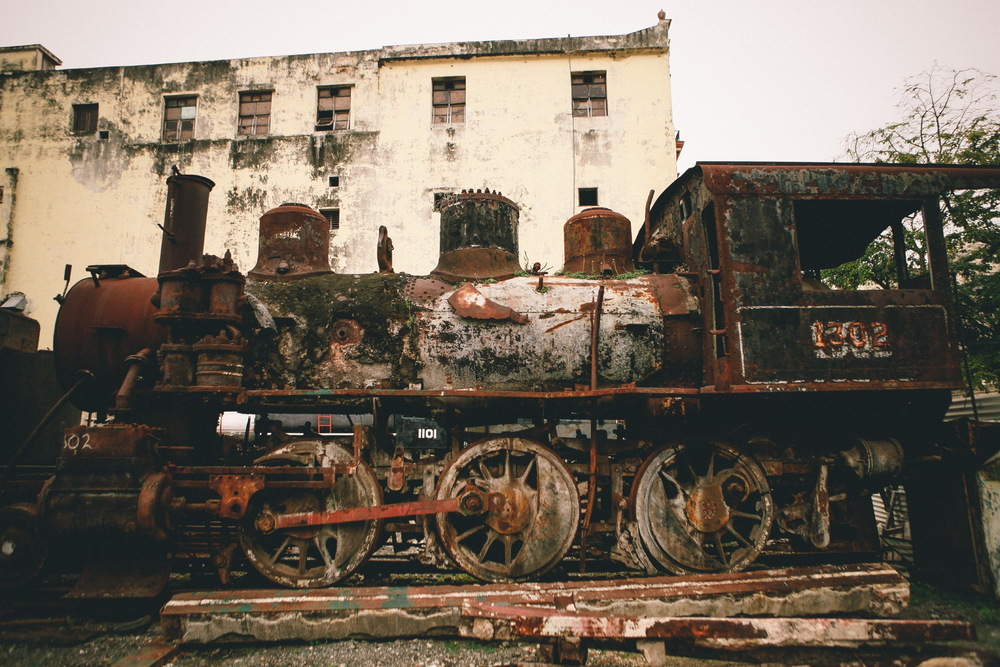 san diego wedding   photographer | old rusted train on display