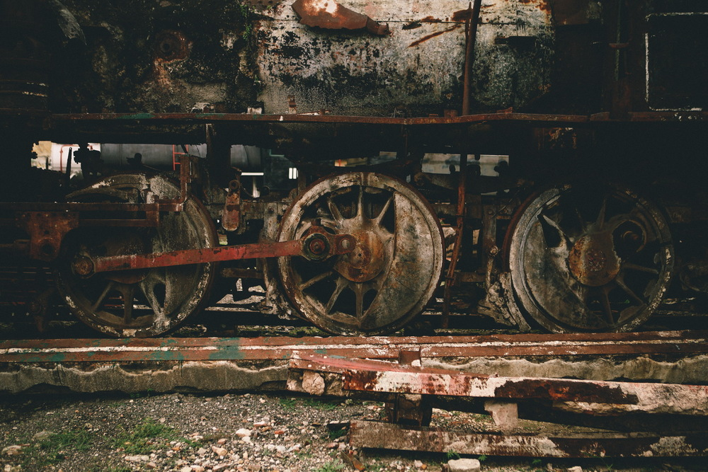 san diego wedding   photographer | closeup of rusted train wheels