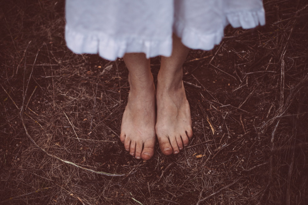 san diego wedding   photographer | bare feet of person in knee-length skirt stepping on soil