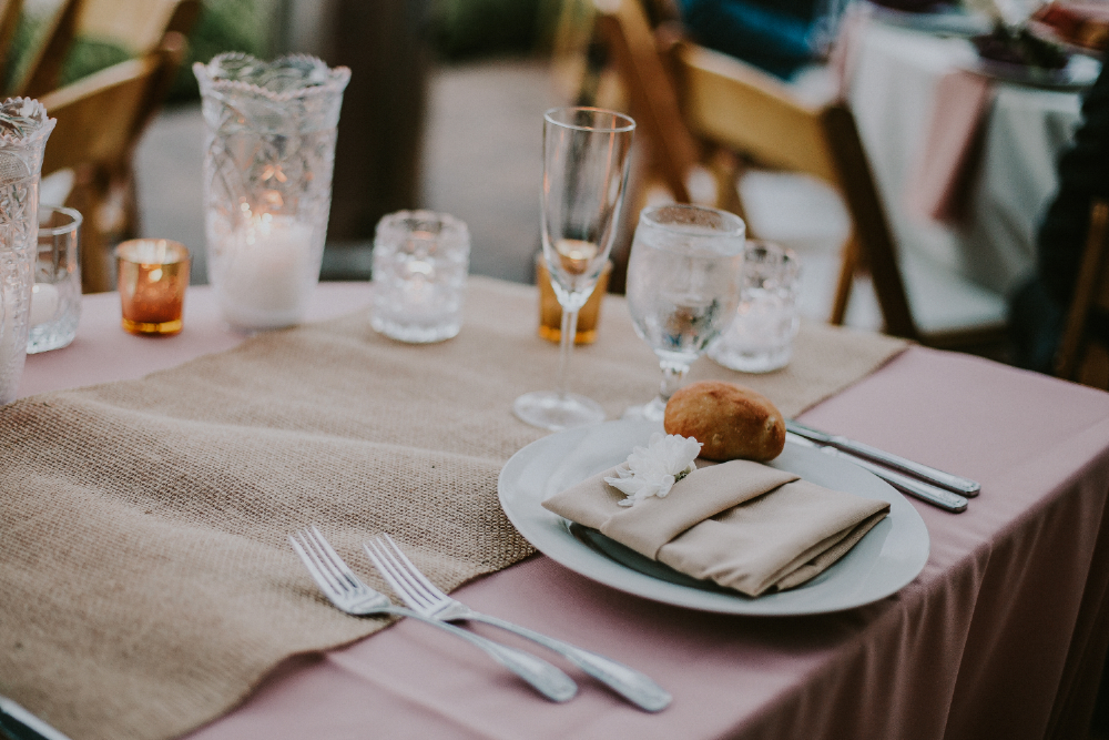 san diego wedding   photographer | table set up with bread roll on plate