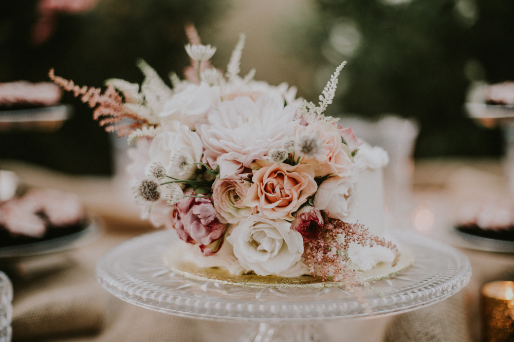 san diego wedding   photographer | flower arrangement on decorative plate