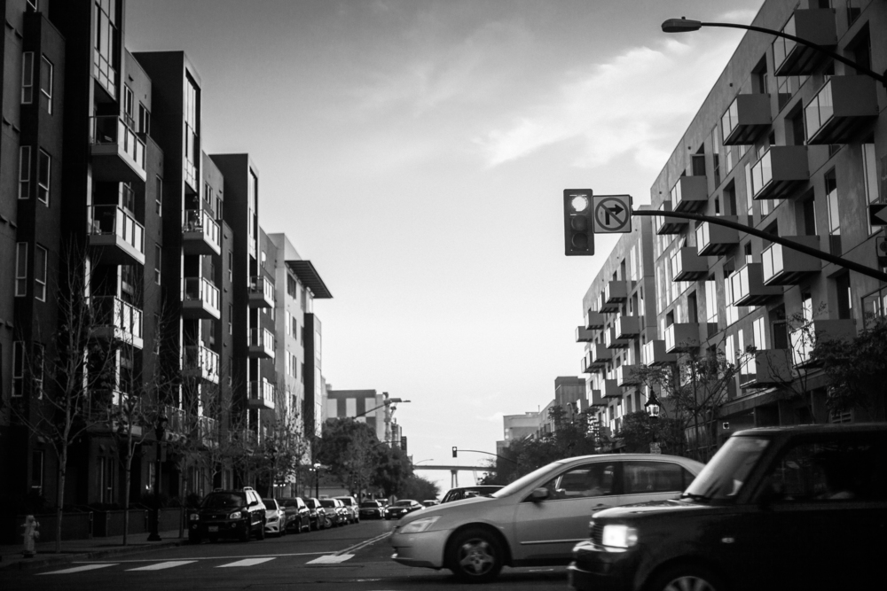 san diego wedding   photographer   monotone shot of street with cars passing by