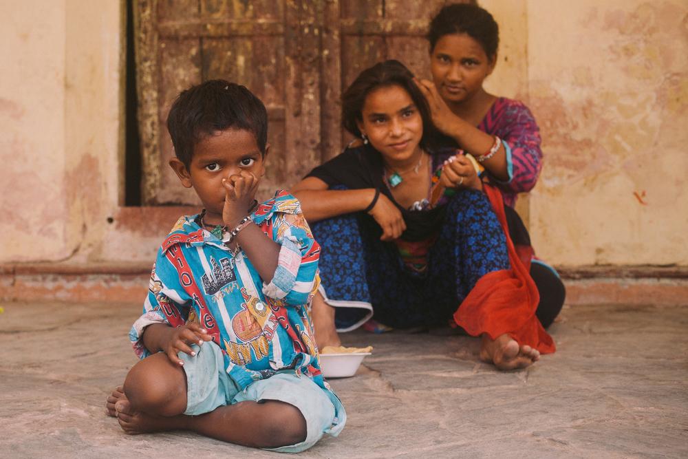 san diego wedding   photographer | child in focus with women in background