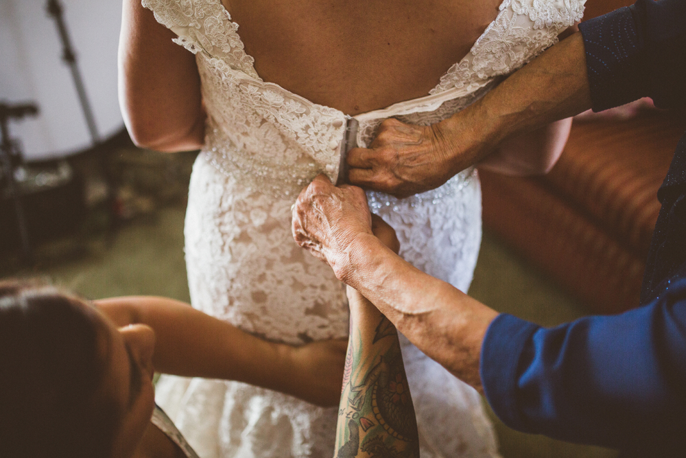 san diego wedding   photographer | women helping bride button back of her dress