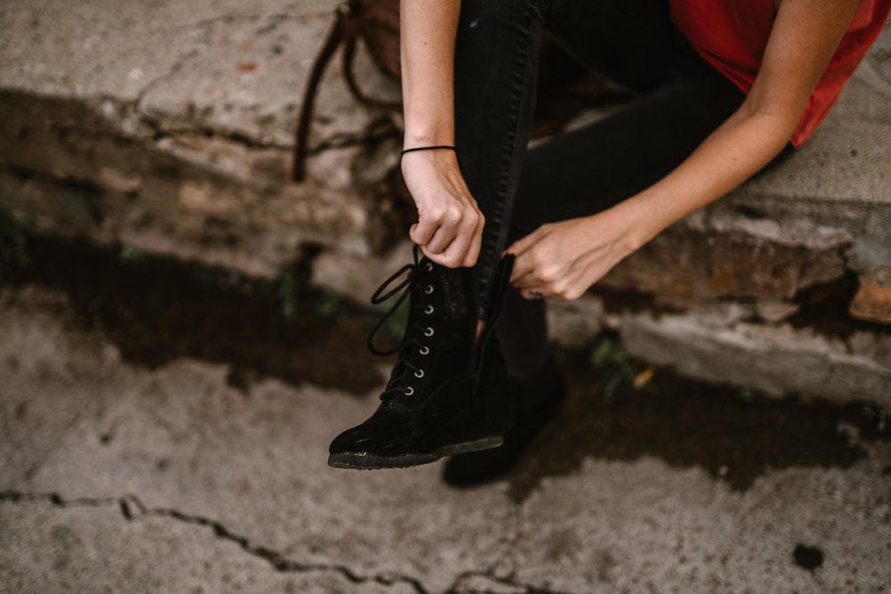 san diego wedding   photographer | woman sitting on sidewalk fixing boot