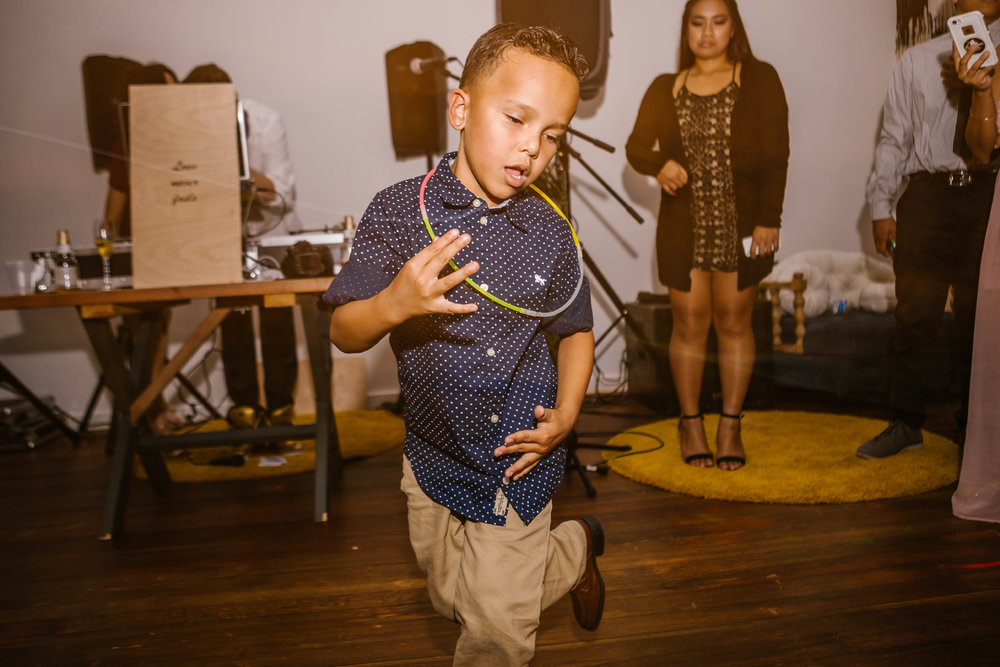 san diego wedding   photographer | kid with glowsticks around neck dancing