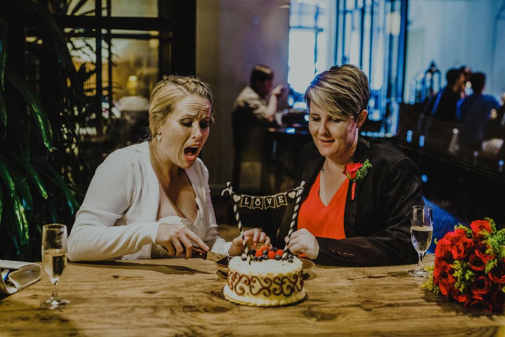 san diego wedding   photographer | women cutting into love cake