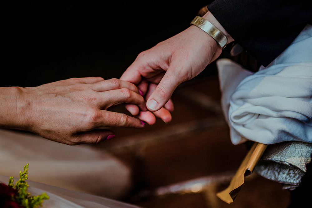 san diego wedding   photographer | closeup of womens' hands holding