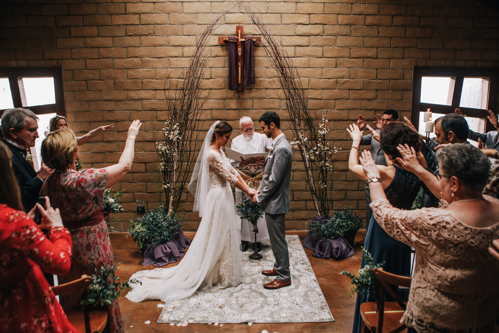 san diego wedding   photographer | crowd putting their hands up at bride and groom