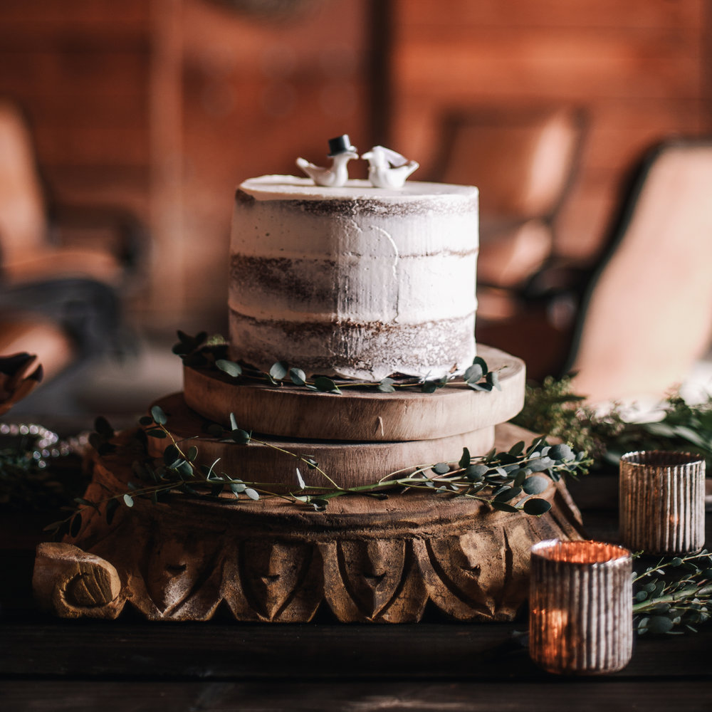 san diego wedding   photographer | cake with icing and pigeon toppers