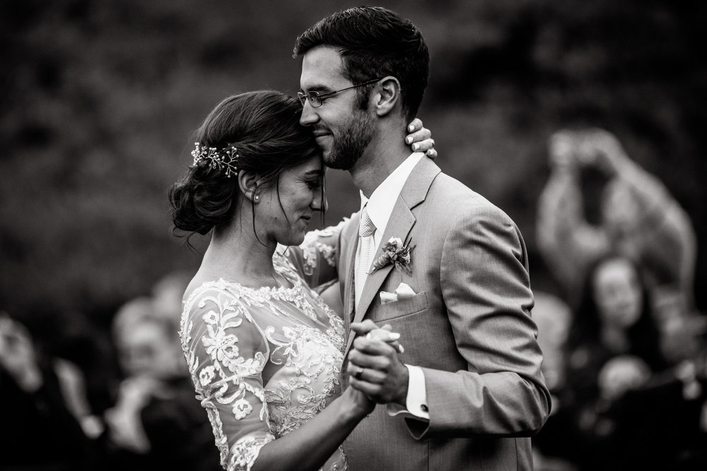 san diego wedding   photographer | black and white shot of bride and groom dancing with their   eyes closed