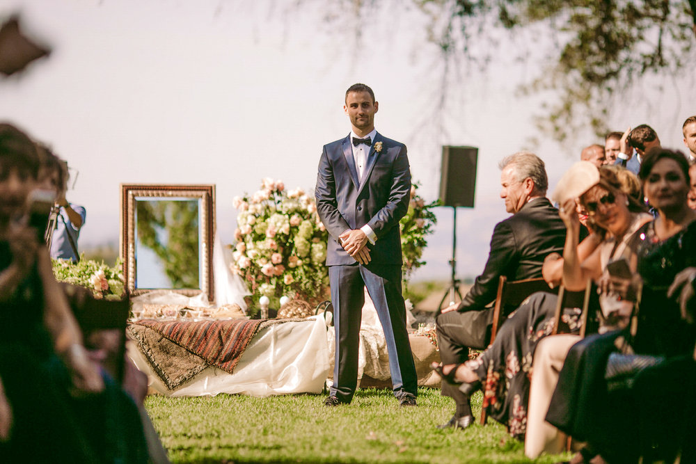 san diego wedding   photographer | groom waiting for bride at the end of the aisle
