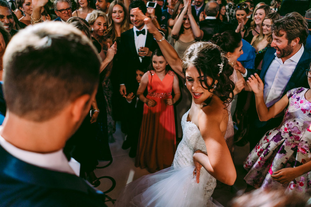 san diego wedding   photographer | bride dances in the middle of a crowd of dancing people