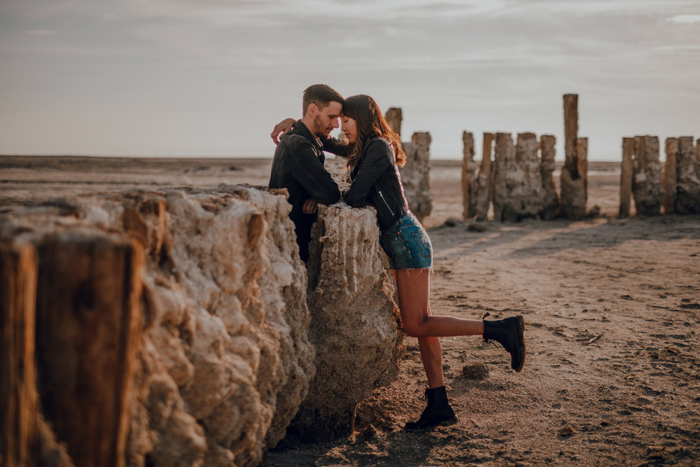 san diego wedding   photographer | sideview of woman leaning her forehead on man's forehead with   her leg up
